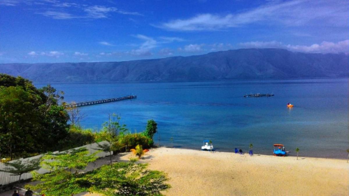 Wisata Ke Pantai Pasir Putih, Desa Palam, Tinangkung Utara