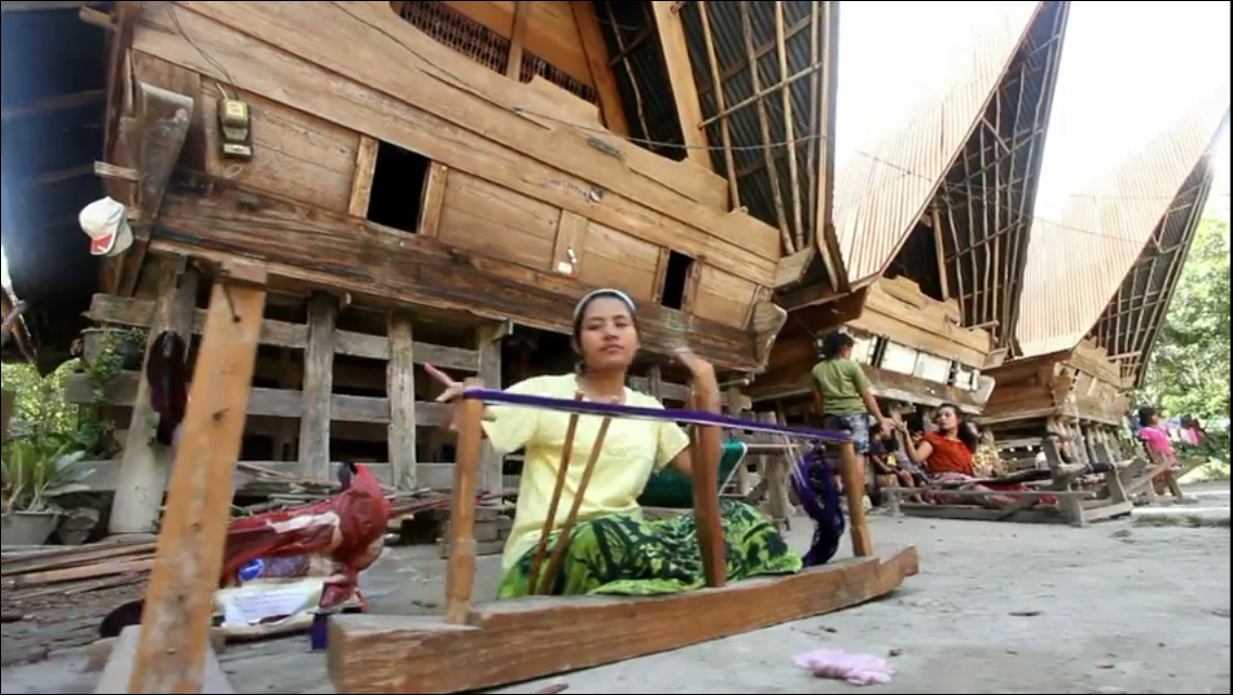 Lumban Suhi Suhi Pengrajin Ulos Batak dari Samosir
