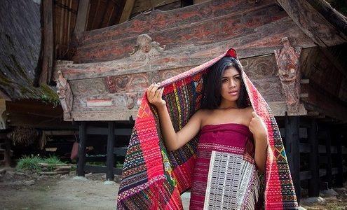 Lumban Suhi Suhi Toruan – Desa Kreatif Penghasil Ulos Batak
