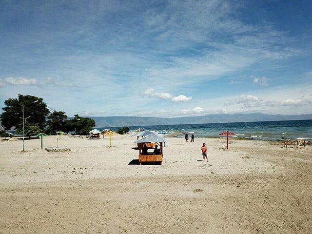 Pantai Batu Hoda Samosir
